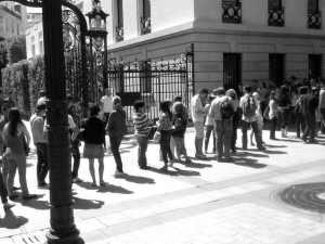 Die Schlange vor der Abercrombie & Fitch Filiale in Paris